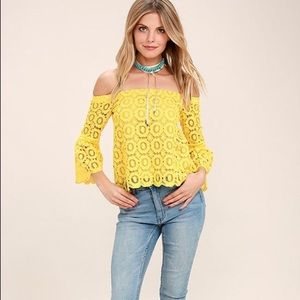 Lulus yellow lace off the shoulder top Sz Small